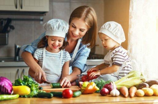 Healthy Eating diet plan Happy Family cooking healthy food Dieta saludable